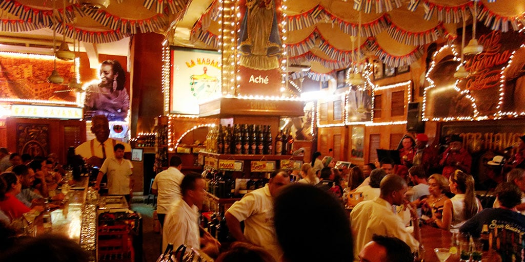 Noite no Cafe Havana em Cartagena