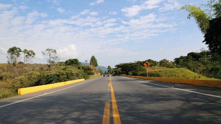 Avenidas e rodovias na Colômbia