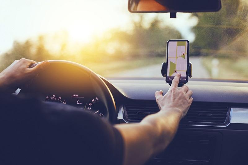 GPS do celular em uma viagem de carro