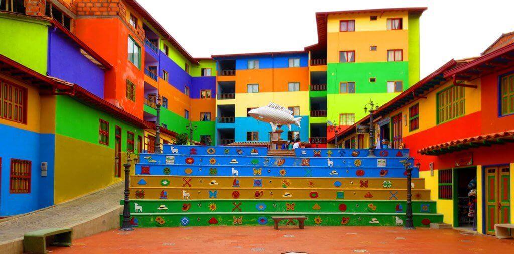 Casas coloridas em Medellín