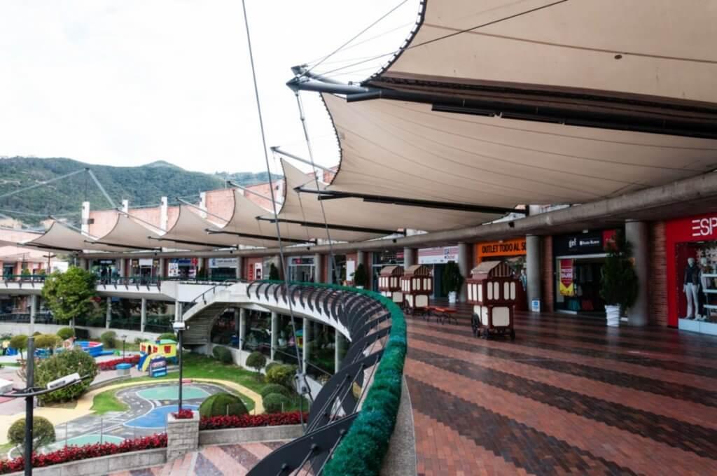 Outlet Centro Comercial y recreacional Bima em Bogotá