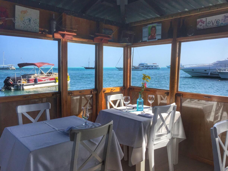 Área externa do Restaurante La Regatta em San Andrés