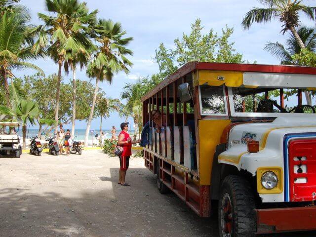 Passeio de ônibus turístico em