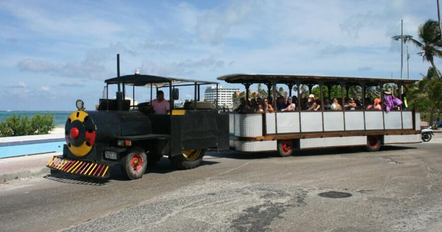 Trem turístico em Sab Andrés