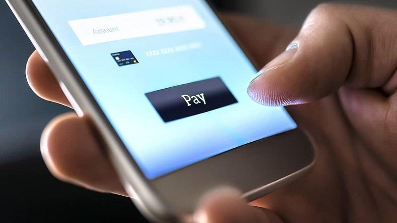 Pessoa enviando dinheiro - Cartagena