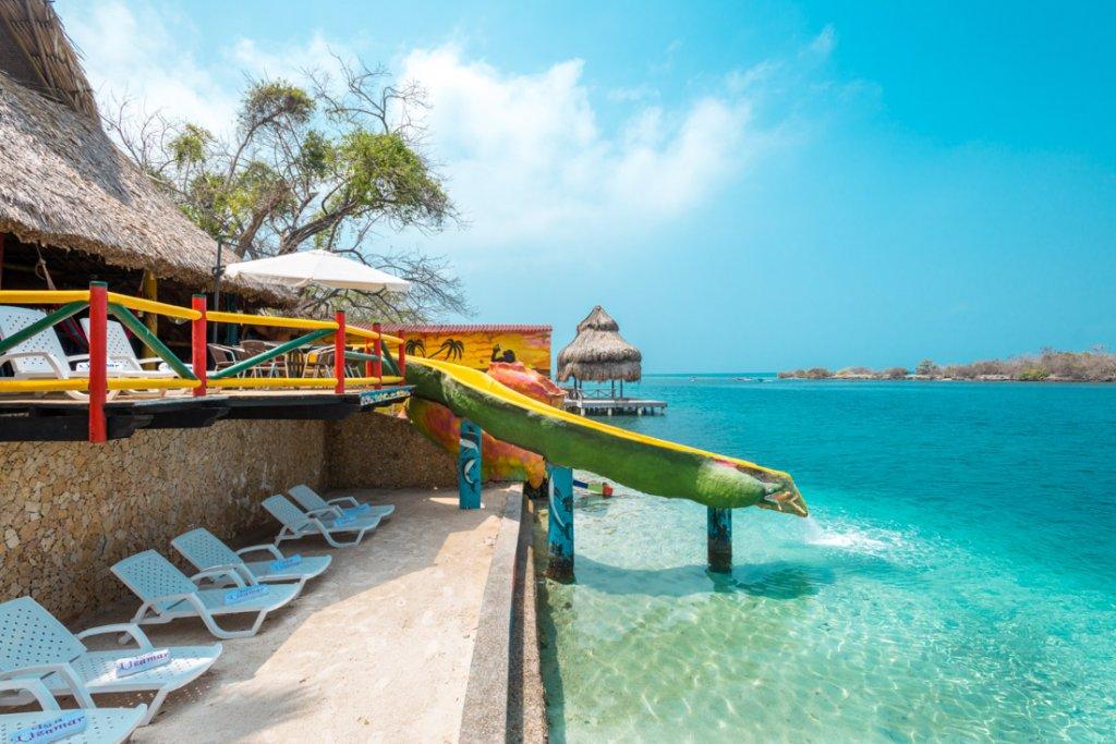Estrutura da praia em Islas del Rosario em Cartagena