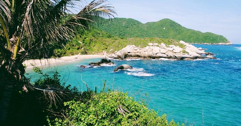 Vista do litoral do Parque Nacional Natural Tayrona na Colômbia