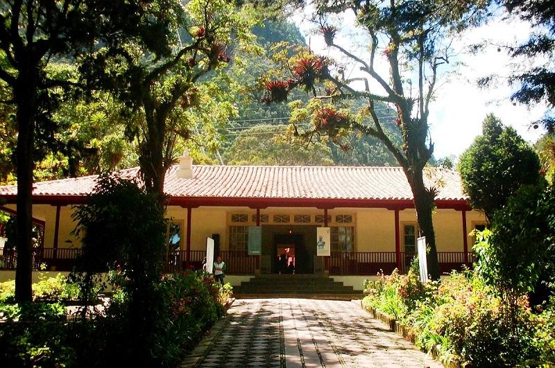 Vista de fora do Museu Casa Quinta de Bolivar em Bogotá