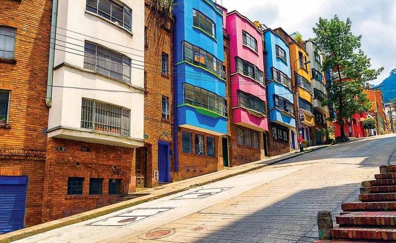 Casas coloridas no bairro de La Macarena em Bogotá