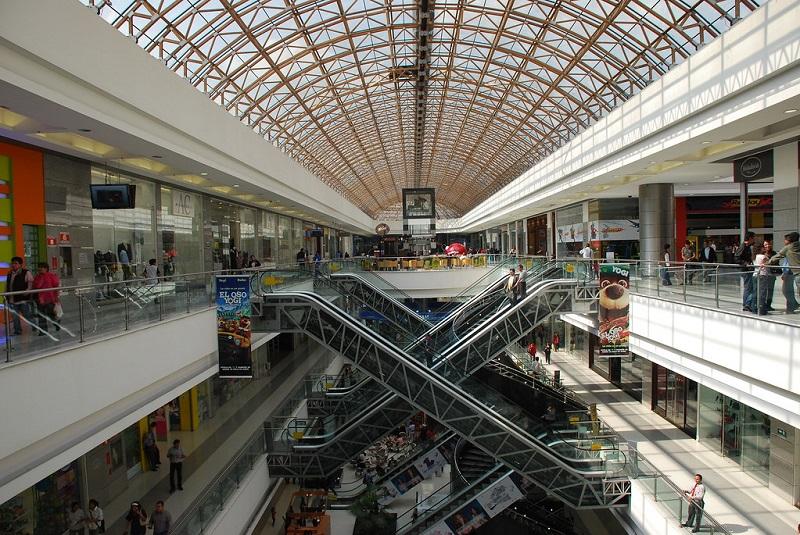 Interior do Centro Comercial Gran Estacion em Bogotá