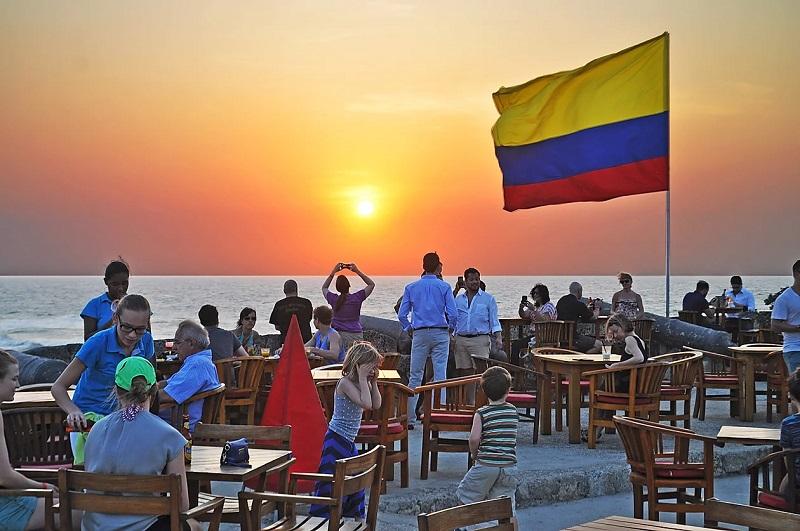 Por do sol no Cafe del Mar em Cartagena