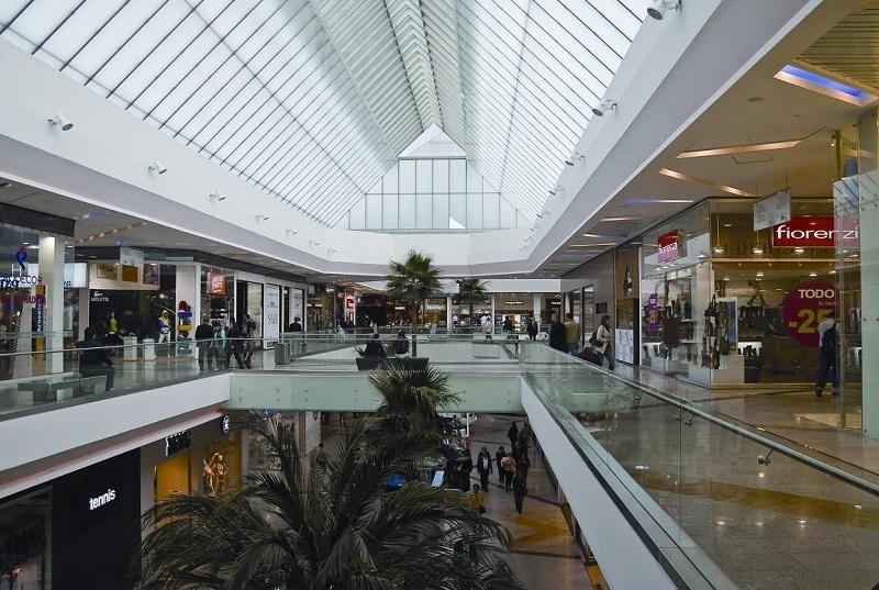 Interior do Centro Comercial Unicentro Bogotá