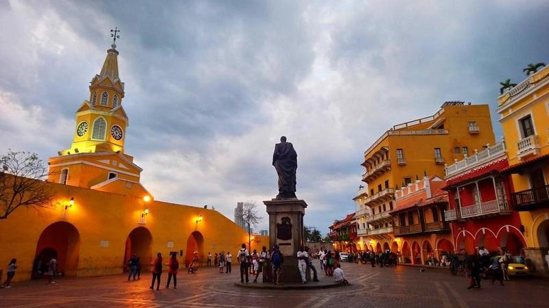 Praça da Torre del Reloj em Cartagena