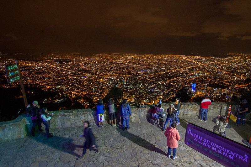 Vista de Bogotá de noite