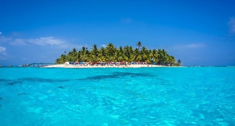 Mar azul cristalino em San Andrés